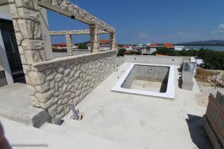Betina, novogradnja, luksuzna kamena vila s bazenom i pogledom na more, u blizini plaže