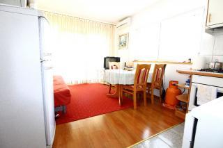 Dvosobni apartma v Vodicama na mirni lokaciji