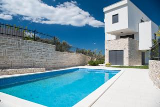 Murter, new building, luxury modern apartment with pool and large garden