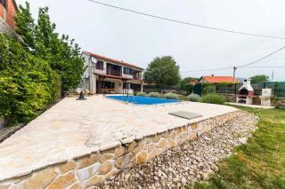 Hiša z bazenom v bližini Drniša