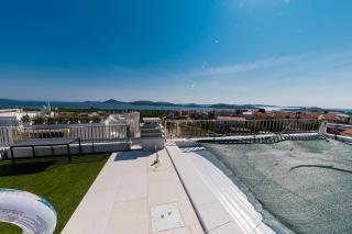 Tribunj, luxuriöses Penthouse mit Pool und offenem Meerblick