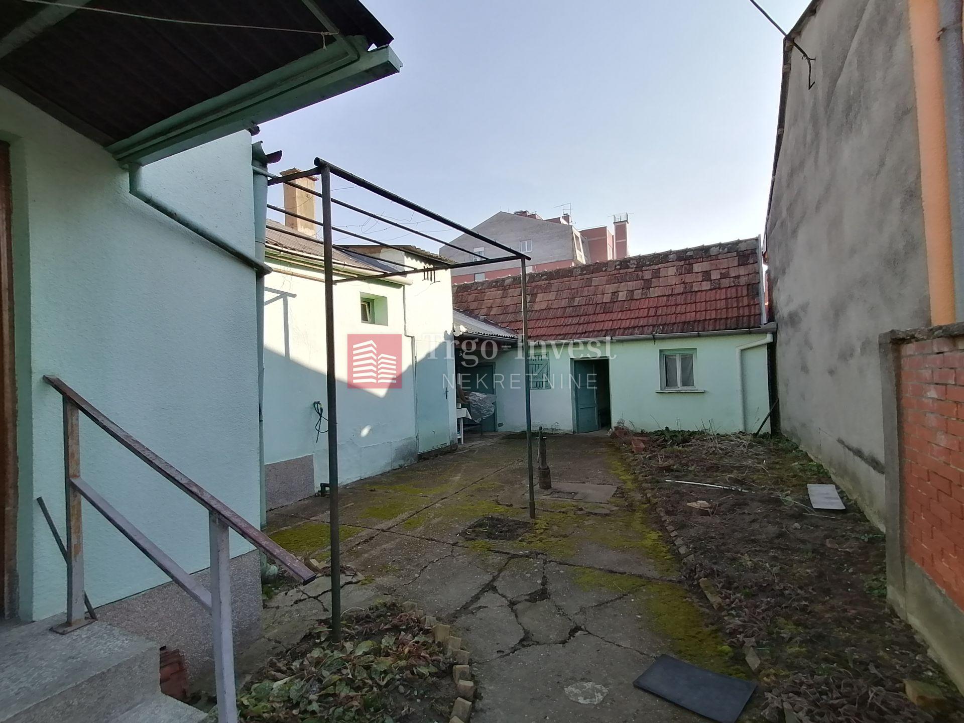 FRANJE KUHAČA (JELAS), Sl.Brod, prizemnica 60m2 + dvorišna, ok.310m2