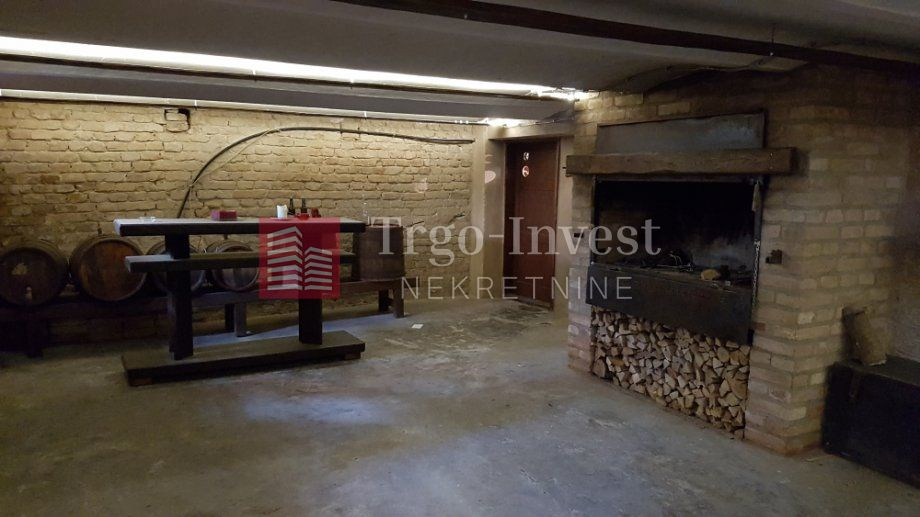 CENTAR,M.Mesić,Sl. Brod,prizemnica 130 m2+posl.prostor 70 m2,tavan.