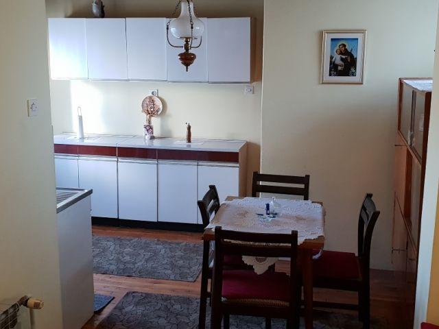 I.Meštrovića, Slav.Brod, katnica, 150 m2+garaža, centr.plin, odlična lokacija