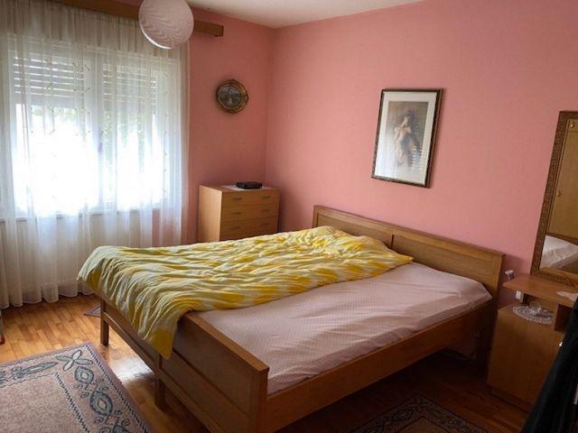 M. BOGOVIĆA, uređena prizemnica 75 m2, dvor. zgrada, garaža, centr. plin