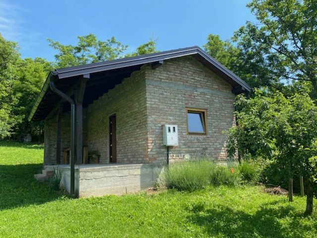 Pribudovačka, Brod.Vinogorje, VIKEND KUĆA 40 m2, velika okućnica 9800 m2.