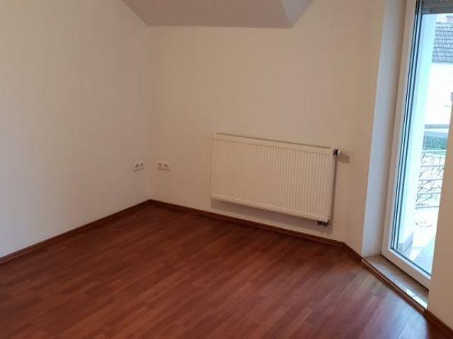 Osječka, Slavonski Brod, trosobni,70 m2, I kat, centralno plin, NAJAM.