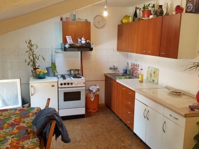 POREČ - Centar,Trg Marafor,manji dvosobni stan,40 m2,vis. potkrovlje.