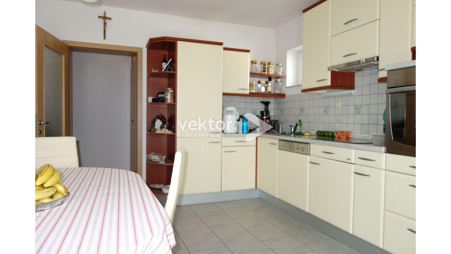 Srdoči, samostojeća kuća s dva stana
