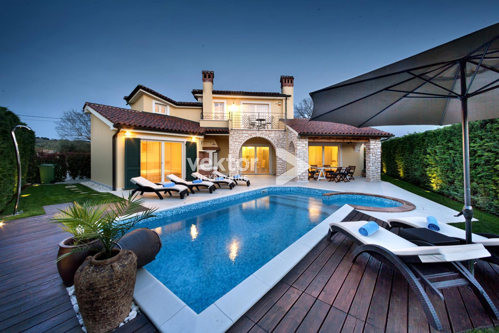 Poreč surroundings, 270 m², a house with a swimming pool