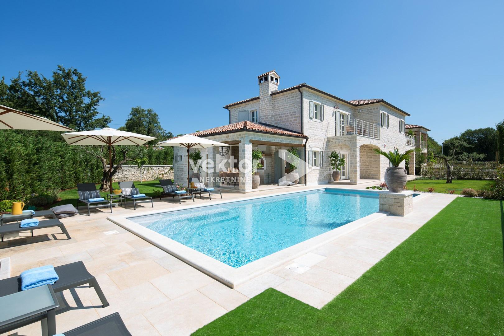 exklusive Steinvilla mit Schwimmbecken