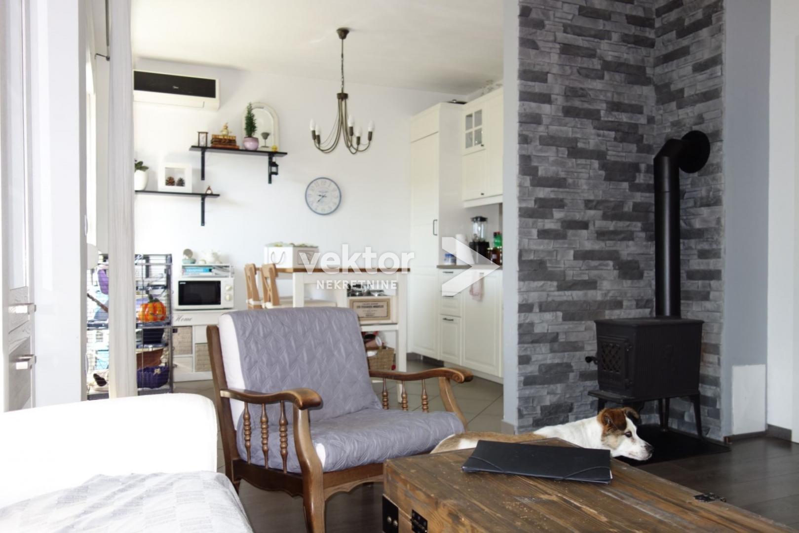 Kastav, dva stana s okućnicom i garažom