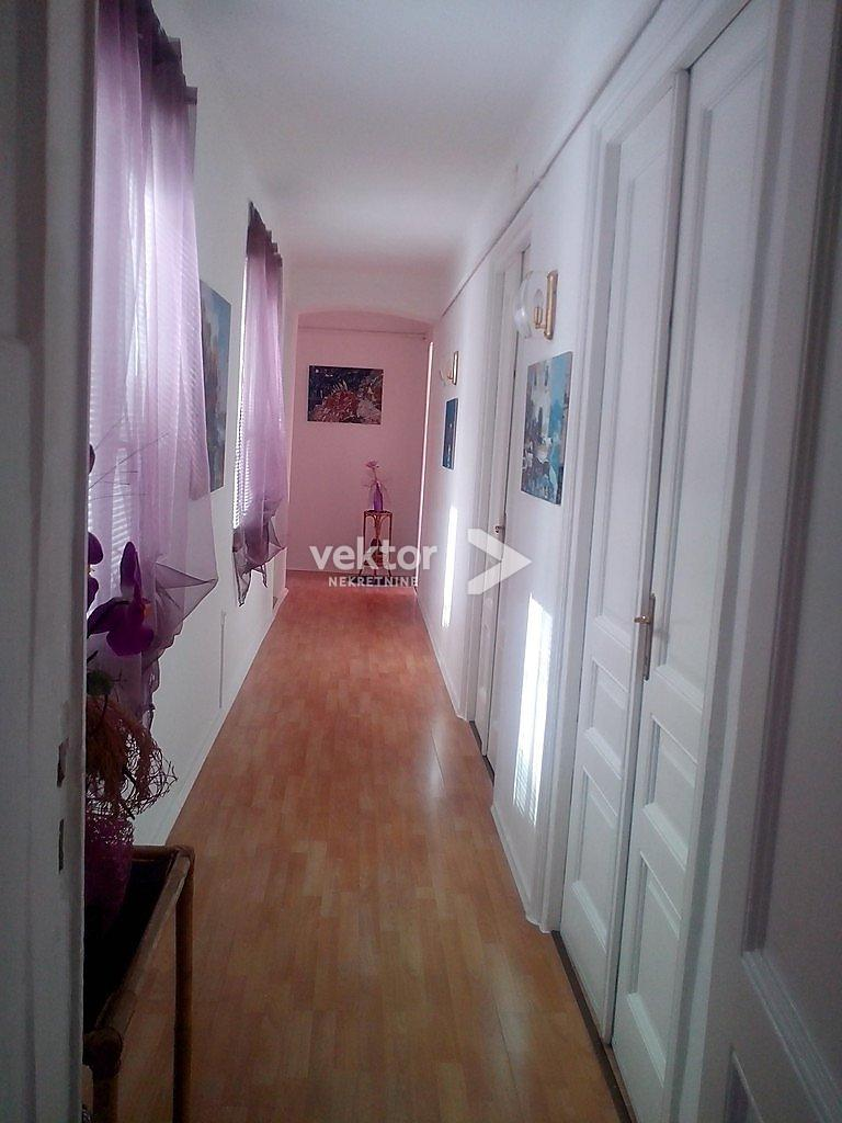 "Rijeka, Centar, 110m2, 4-soban stan na ""malom Korzu"""