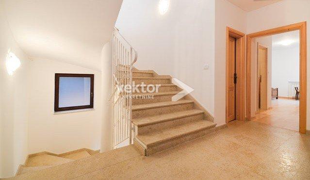 Haus Poljane, Opatija - Okolica, 380m2