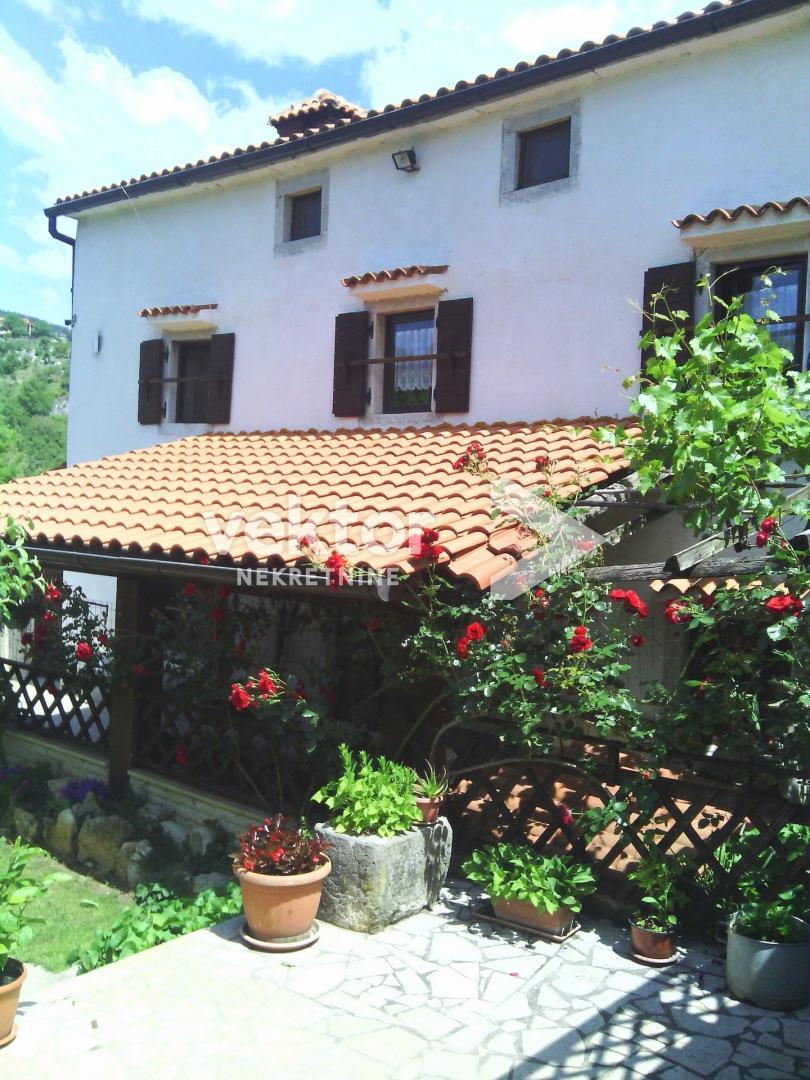Kuća, Roč, 220m2, lijepa okućnica