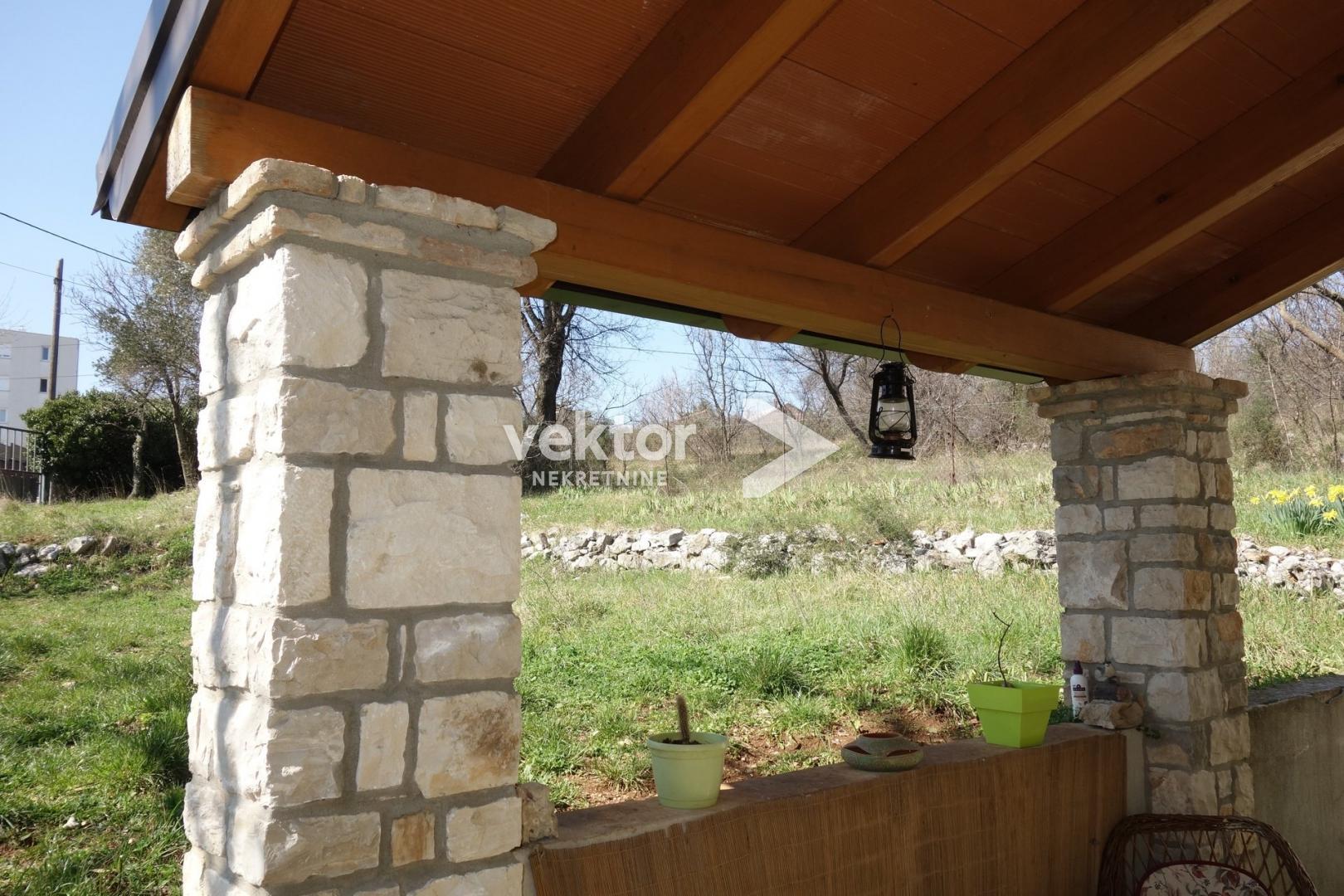 Podmurvice, stan s okućnicom od 580m2, mogućnost gradnje