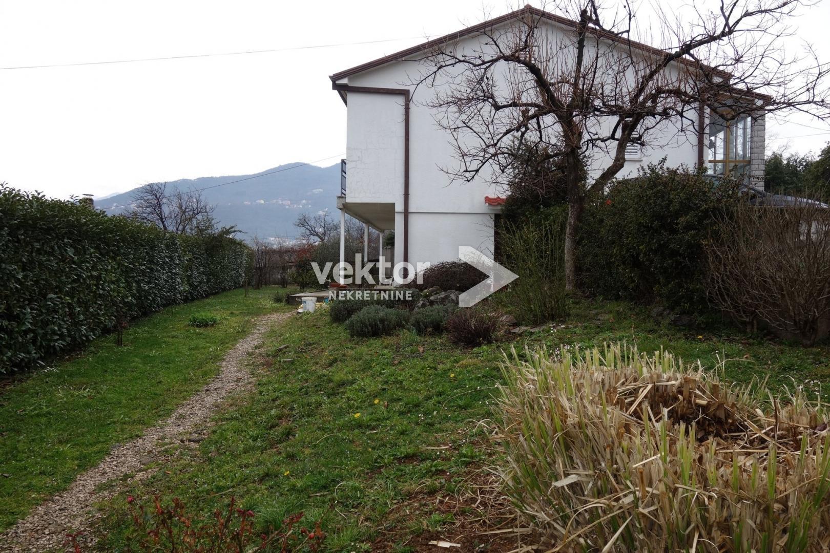 Kuća, Matulja, 190m2, dva stana