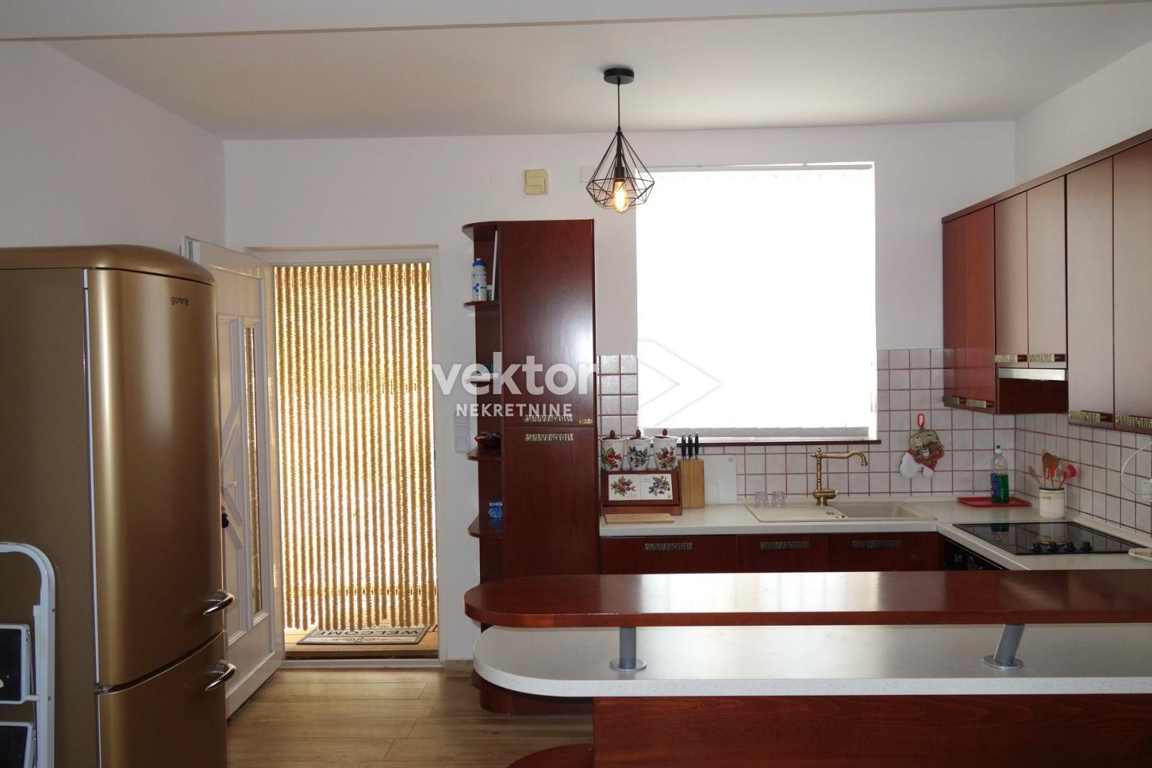 Apartman, otok Krk, Malinska, 70m2, 100m od mora