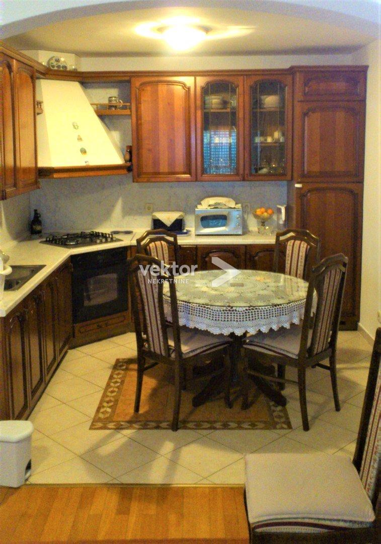 Kuća, Donja Drenova, 278m2, samostojeća, odlična lokacija