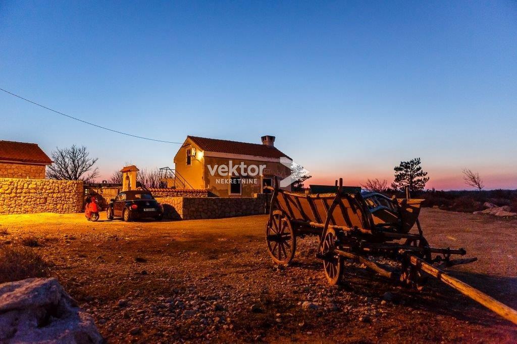 OTOK KRK 100m2 kuća u etno selu