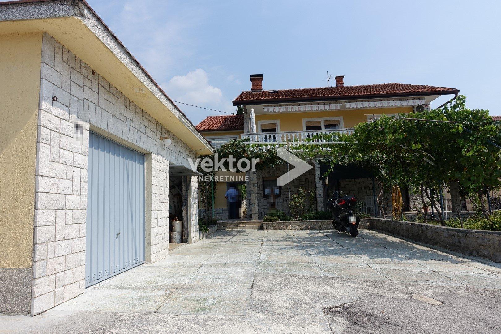 Pehlin, samostojeća kuća, dva stana, dvije garaže
