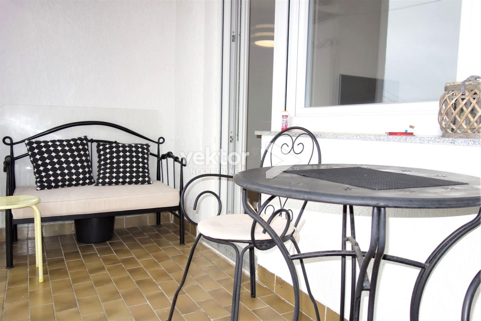 Stan, Podmurvice, 80m2, 3-soban s dnevnim boravkom, uređen