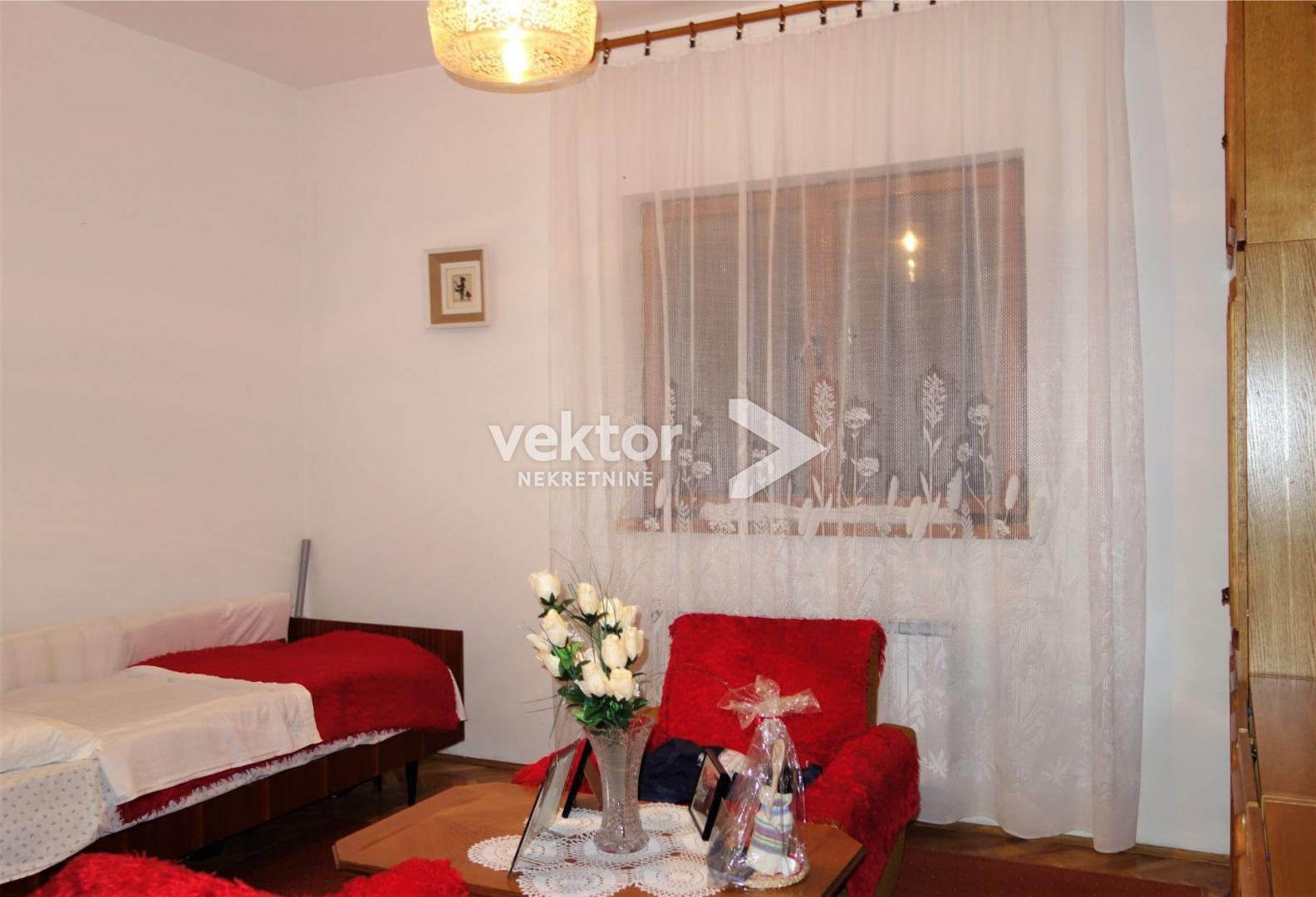 Kuća, Marčelji, 184m2, dva stana, 1018m2 okućnica
