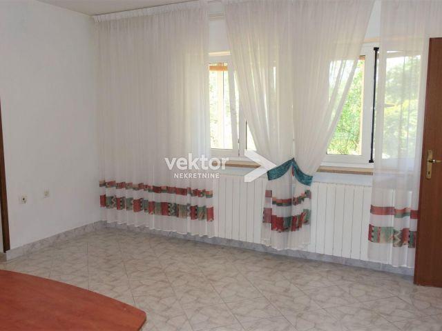 Kastav, vrlo dobra etaža, 780m2 okućnica, garaža