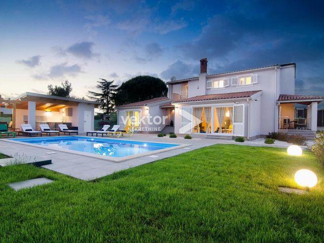Fažana, vila s bazenom i velikom okućnicom