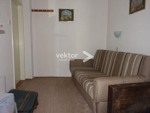 Novi Vinodolski, kuća u centru mjesta
