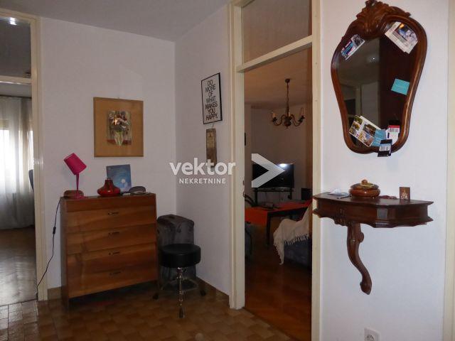 Stan, Krimeja, 80m2, 2-soban s dnevnim boravkom, blizina sadržaja
