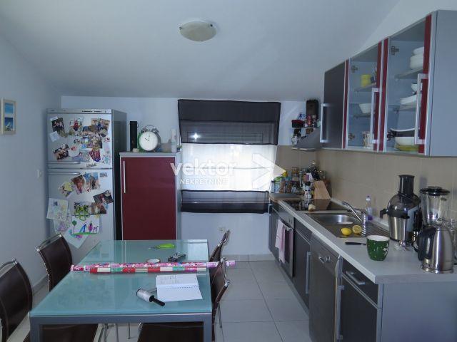 Stan, Rešetari, 76m2, 2-soban s dnevnim boravkom, namještaj u cijeni