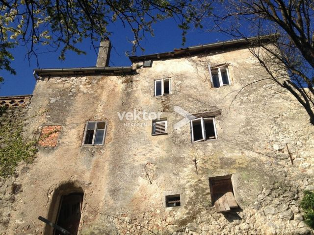 Kuća s potencijalom, Kastav, 240m2, starina u gradskoj jezgri