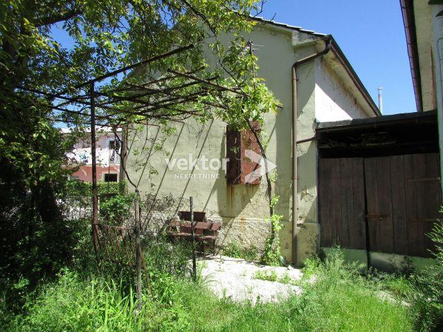 Kuća, Klana, Škalnica, 87m2, starina za uređenje