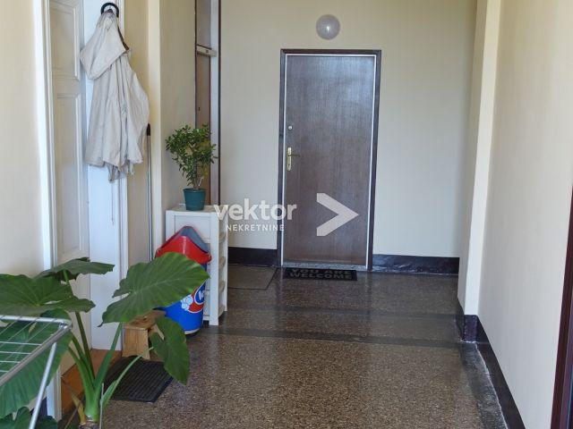 Stan, Opatija, 47m2, 2-soban s dnevnim boravkom, okućnica