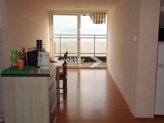 Stan, Hosti, 89 m2, 3-soban s dnevnim boravkom