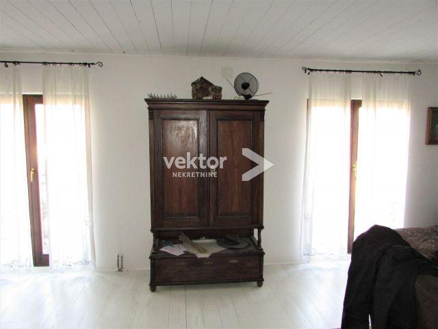 Kuća, Gerovo, 240m2, velika okućnica