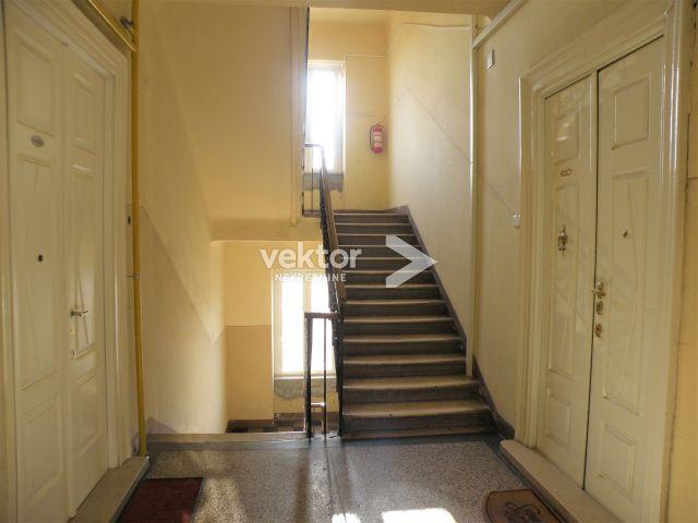 Stan, Pećine, 140m2, 4-soban stan , dva balkona, adaptiran