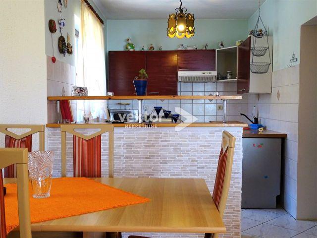 Kuća, Veprinac, 346m2, tri stana