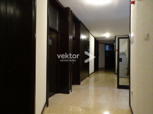 Poslovni prostor, Centar, 19m2, ured