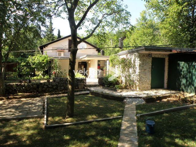Kuća, Grižane, 96m2, velika okućnica