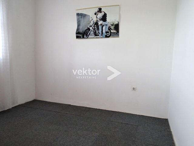 Kuća, Krasica, 150m2, tri stana