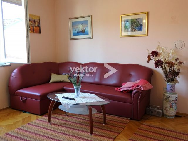 Kuća, Jadranovo, 139m2, dva stana