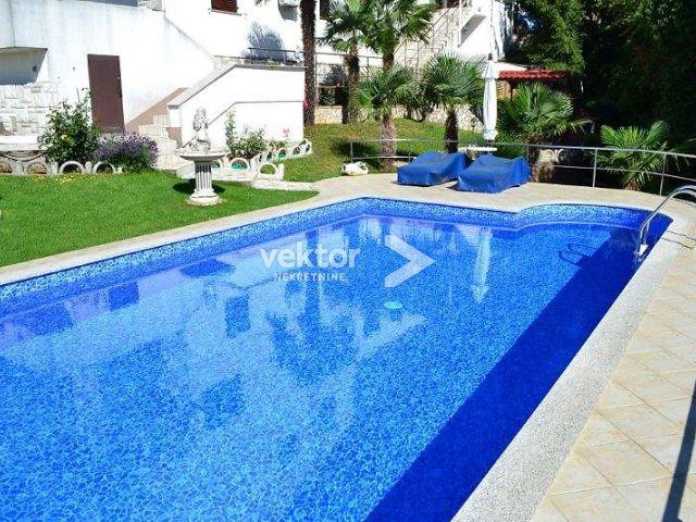 Bregi, kuća s bazenom