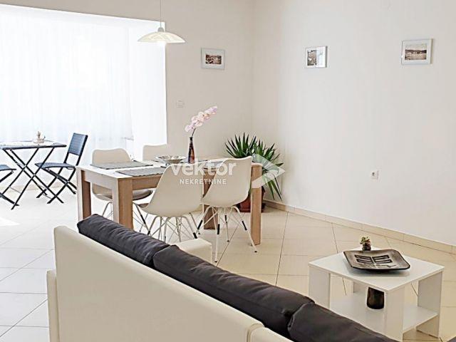 Stan, Kostrena, 79m2, 2-soban s dnevnim boravkom, garaža
