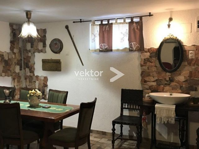 Kuća, Donja Vežica, prizemnica s okućnicom i garažom
