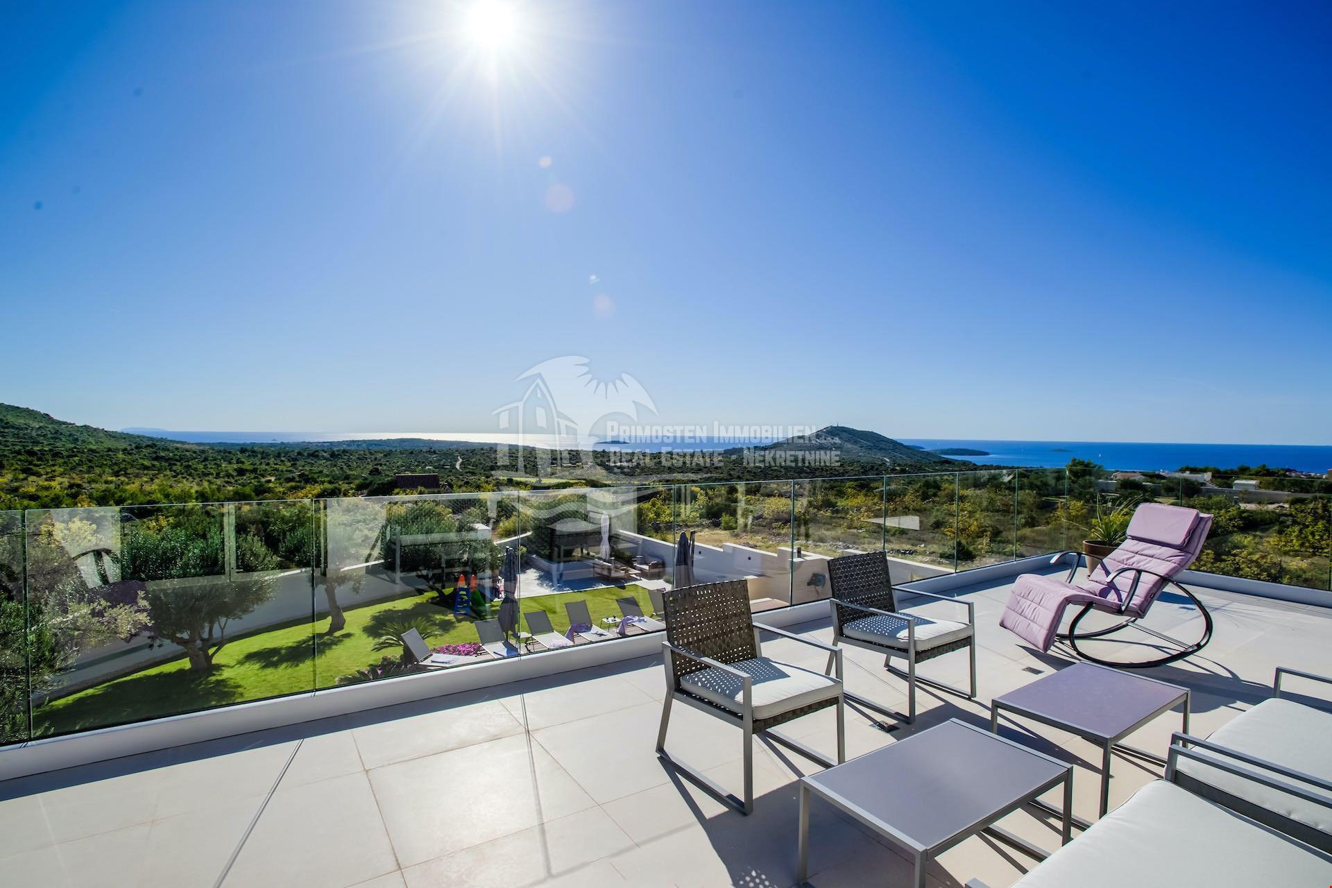 Modern top-class villa with four bedrooms and spectacular sea view