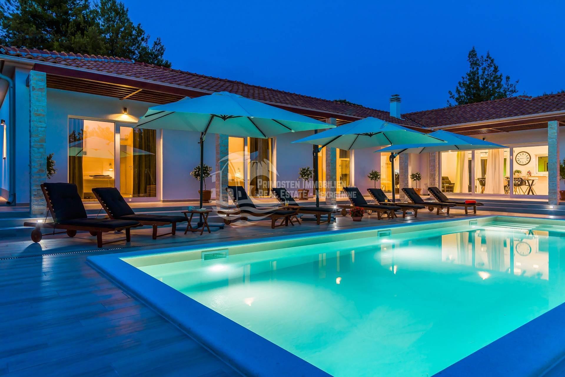 Luxus-Ferienvilla mit Pool in der Nähe von Sibenik