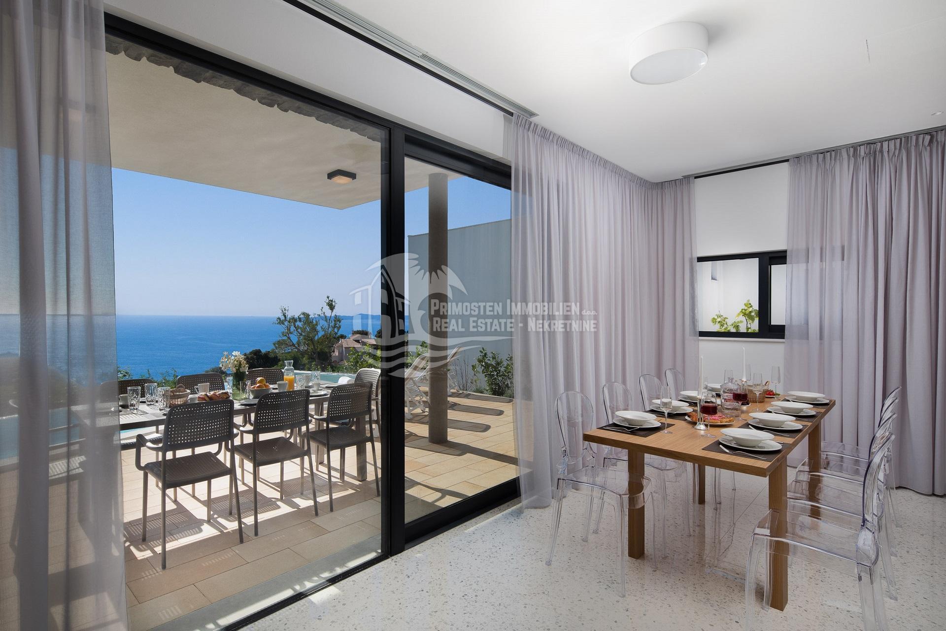 Luxuriöse neu erbaute Villa mit unübertroffenem Meerblick