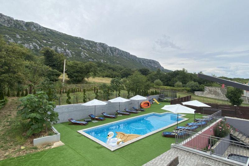 Novi Vinodolski - Grižane, Kuća s bazenom 600 m2